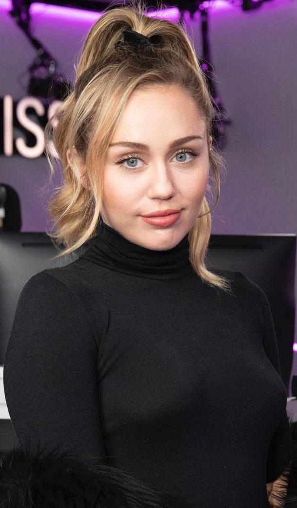 32 Crazy and Beautiful Miley Cyrus Pictures and Photos